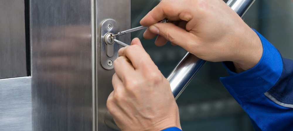 Major reason is to unlock the locked out doors. Either it is for residential or commercial purpose, locksmith becomes the primary need